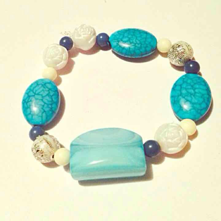 Blue & white bracele… ($4) is on sale on Mercari, check it out! http://item.mercariapp.com/gl/m481953827