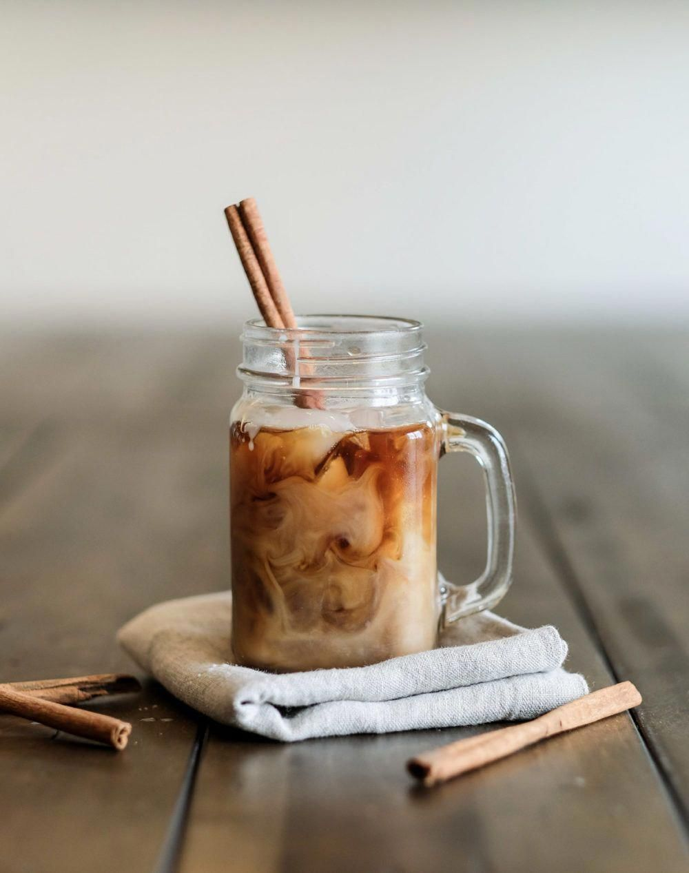 Follow this cold brew coffee recipe! It's easy and it makes the best iced coffee drinks for summer! Also included: How to make flavored drinks with homemade cinnamon dolce coffee syrup! Use your favorite coffee beans to make this DIY cold brew.