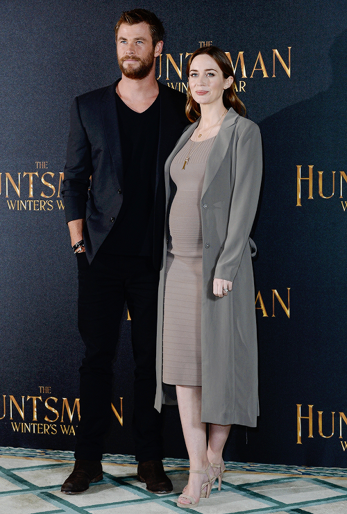 the huntsman and the ice queen premiere emily blunt - Pesquisa Google