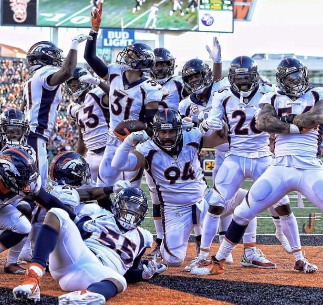 Pin by 🌺ᑕᕼᖇIᔕ ᕼᗩᔕTIᑎGᔕ🌺 on Denver Broncos! Denver