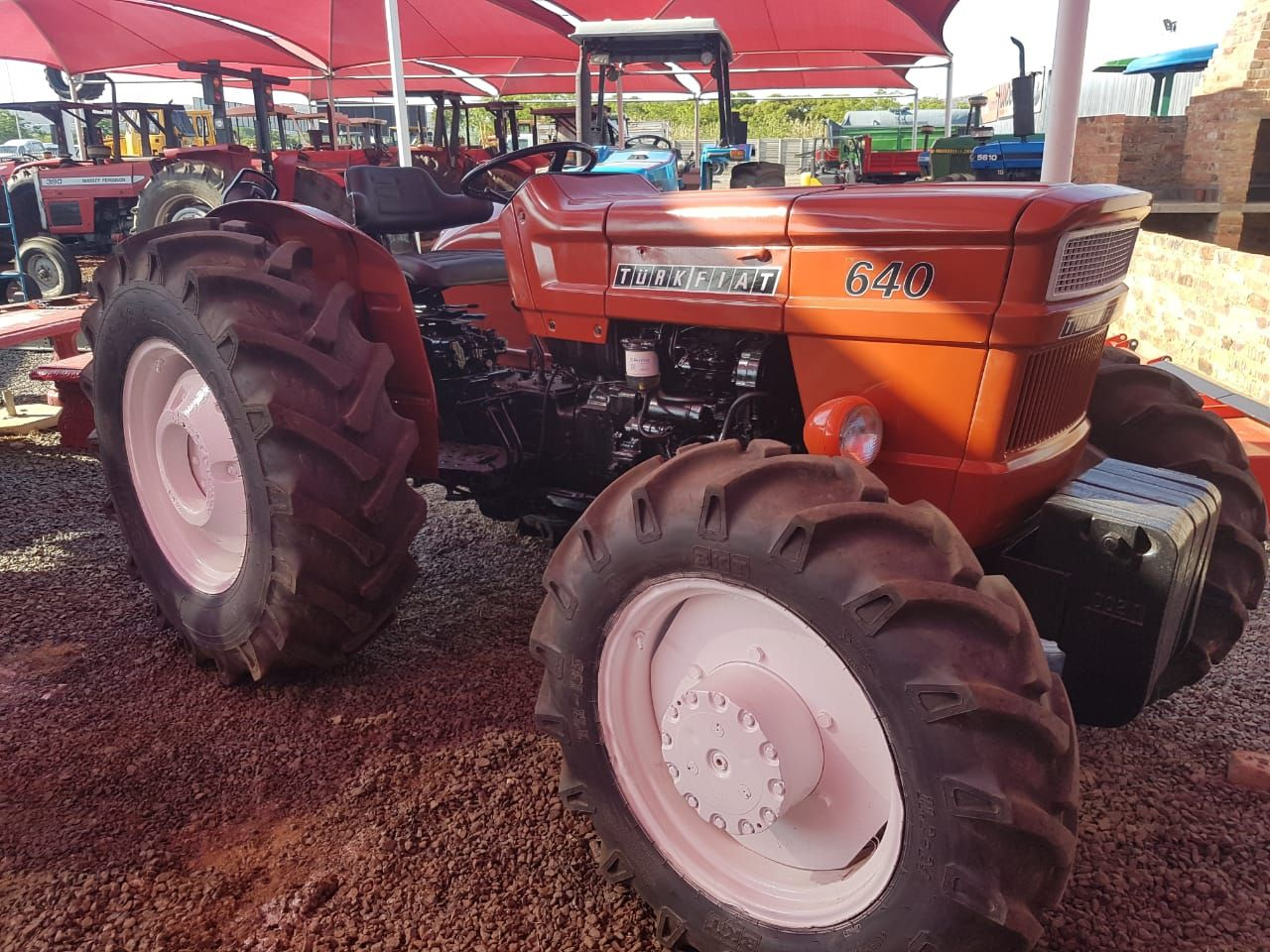 Geliebte Fiat 640 Tractor (974) R100,000 | Used Tractors For Sale @NV_03