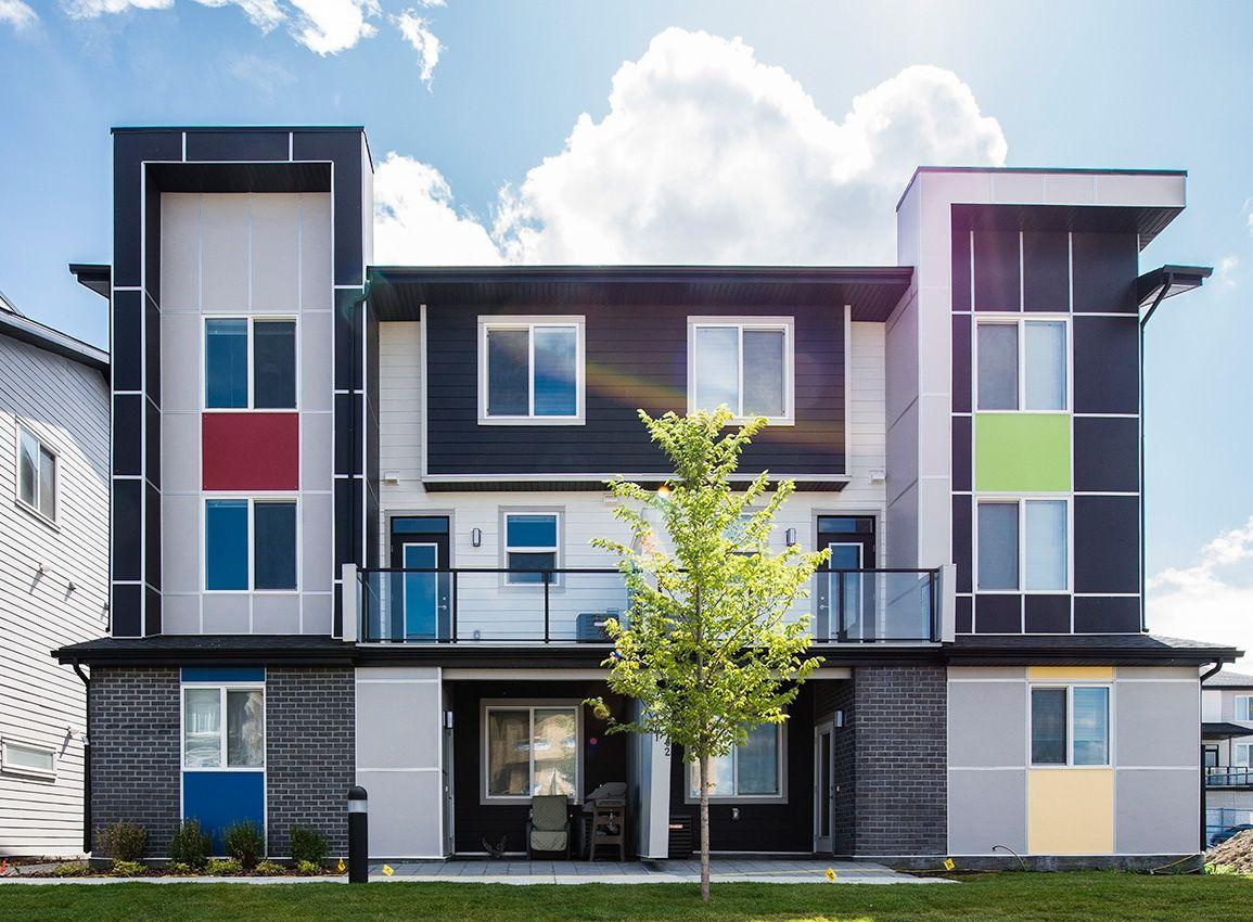 Las Casas Adosadas De Granito De Jayman Son Ganadoras Para Los Compradores De Viviendas Casa Adosada Casas Adosado