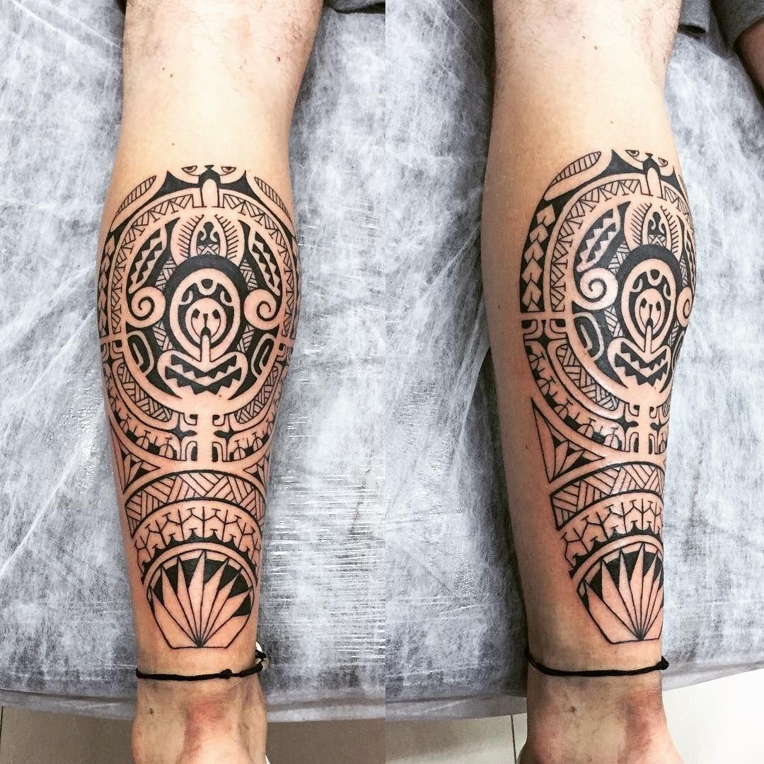 Panturrilha em uma sessão estendida. #maoritattoo #maori #polynesian #tatuagemmaori #tattoomaori #polynesiantattoos #polynesiantattoo #polynesia #tattoo #tatuagem #tattoos #blackart #blackwork #polynesiantattoos #marquesantattoo #tribal #guteixeiratattoo #goodlucktattoo #tribaltattooers #tattoo2me #inspirationtatto #tatuagemmaori #blxckink
