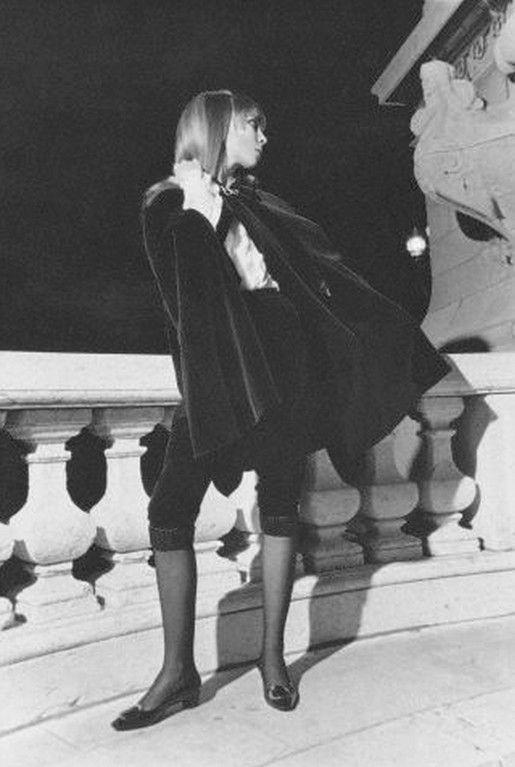 Penelope Tree in YSL velvet cape & breeches _ Photo by Arnaud de Rosnay, 1967