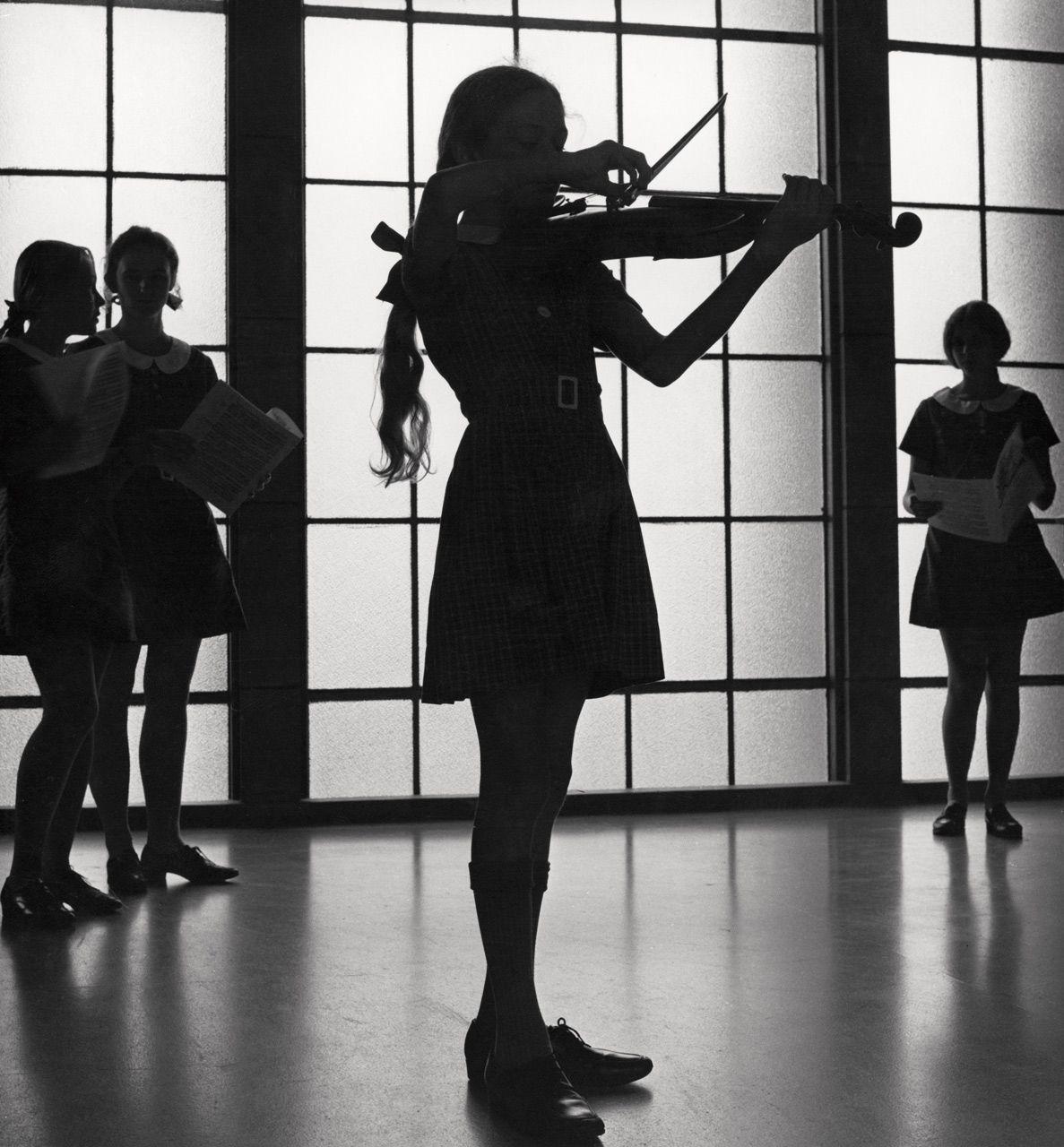 что черно белые картинки со скрипкой роблоксе