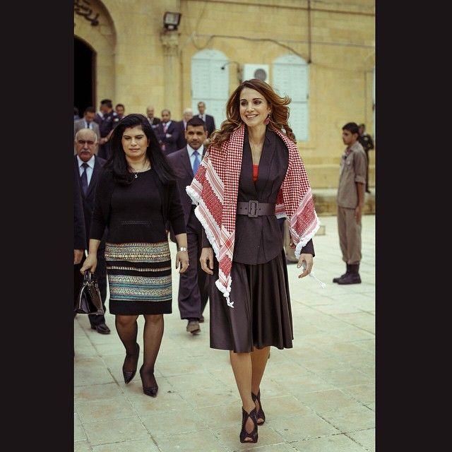 في السلط إحدى أجمل المدن الأردنية لوضع حجر الأساس للمرحلة الرابعة من تطوير مدرسة السلط الثانوية للبنين وهي إح Queen Rania Hollywood Fashion Fashion