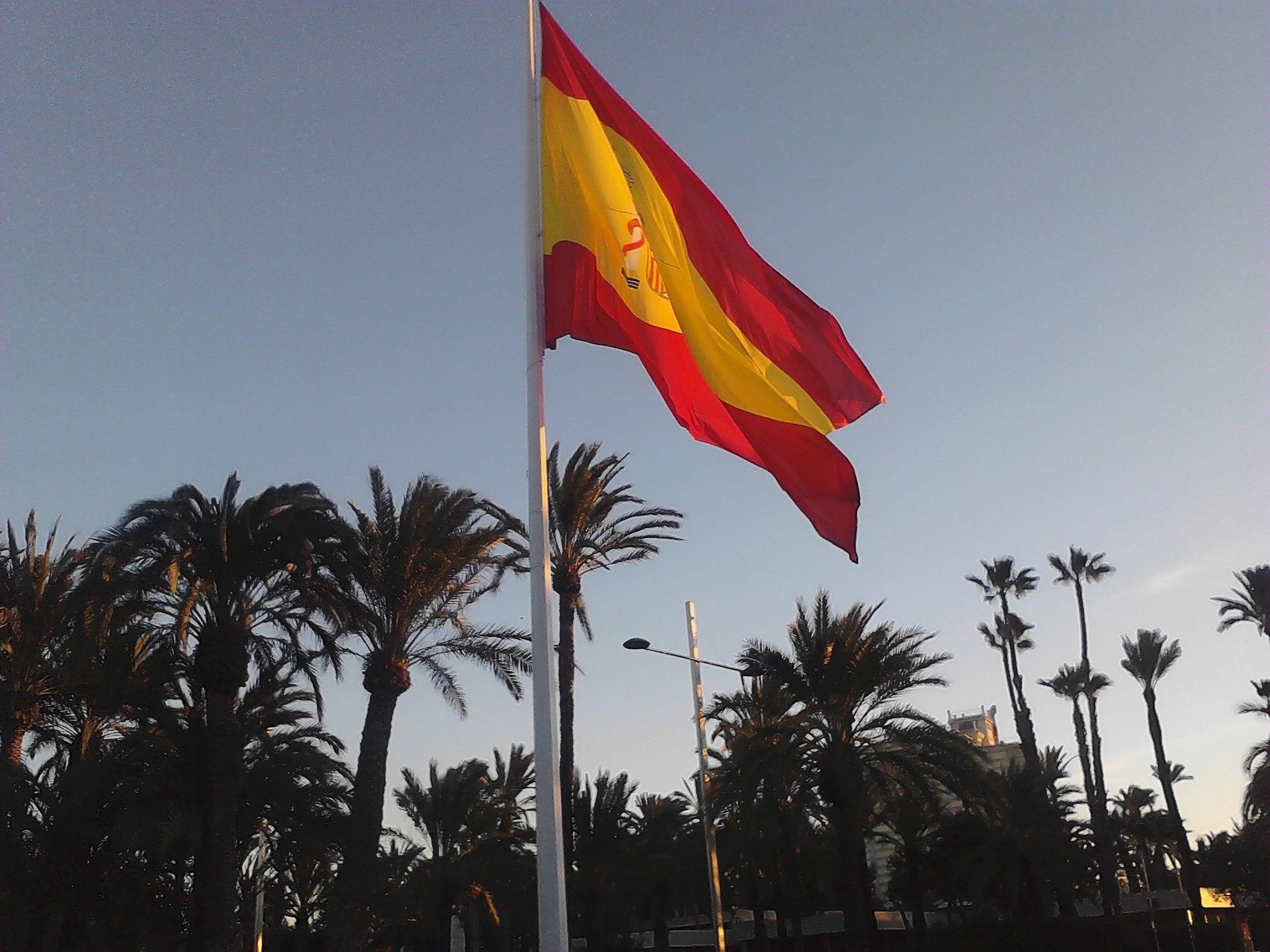 Bandera Española Ondeando ¡Viva España! Y los Españoles | Banderas ...