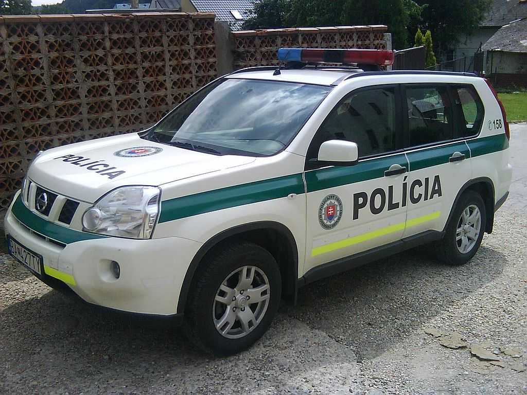 Police Nissan Patrol - Police cars by country - Wikimedia Commons ...