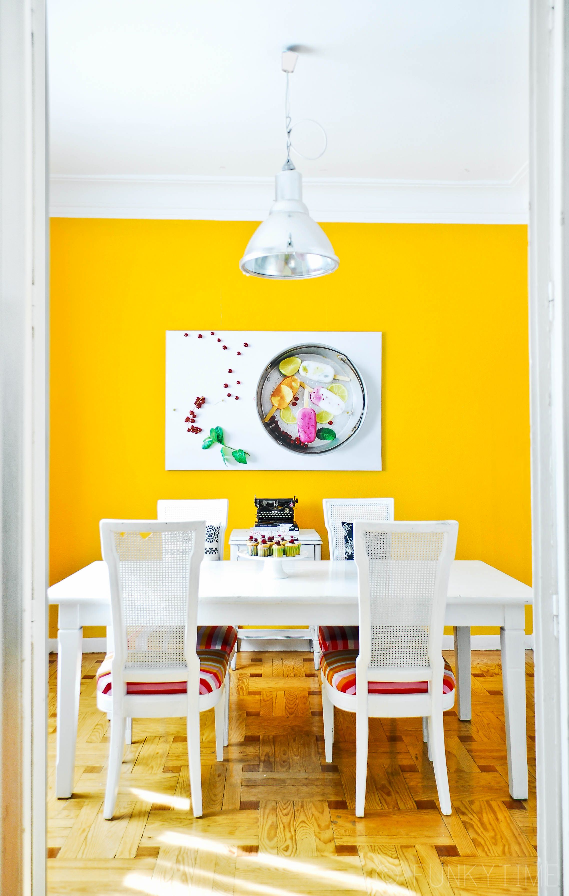 Paint colors that match this Apartment Therapy photo: SW 6370 Saucy ...