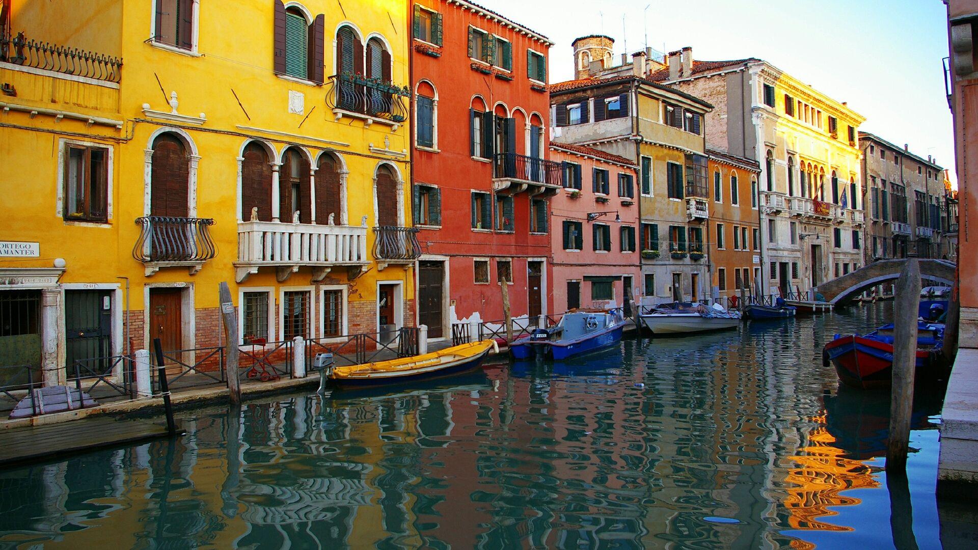 free Buildings Venice wallpaper, resolution : 1920 x tags: Buildings,  Venice, Gondolas, Canal.
