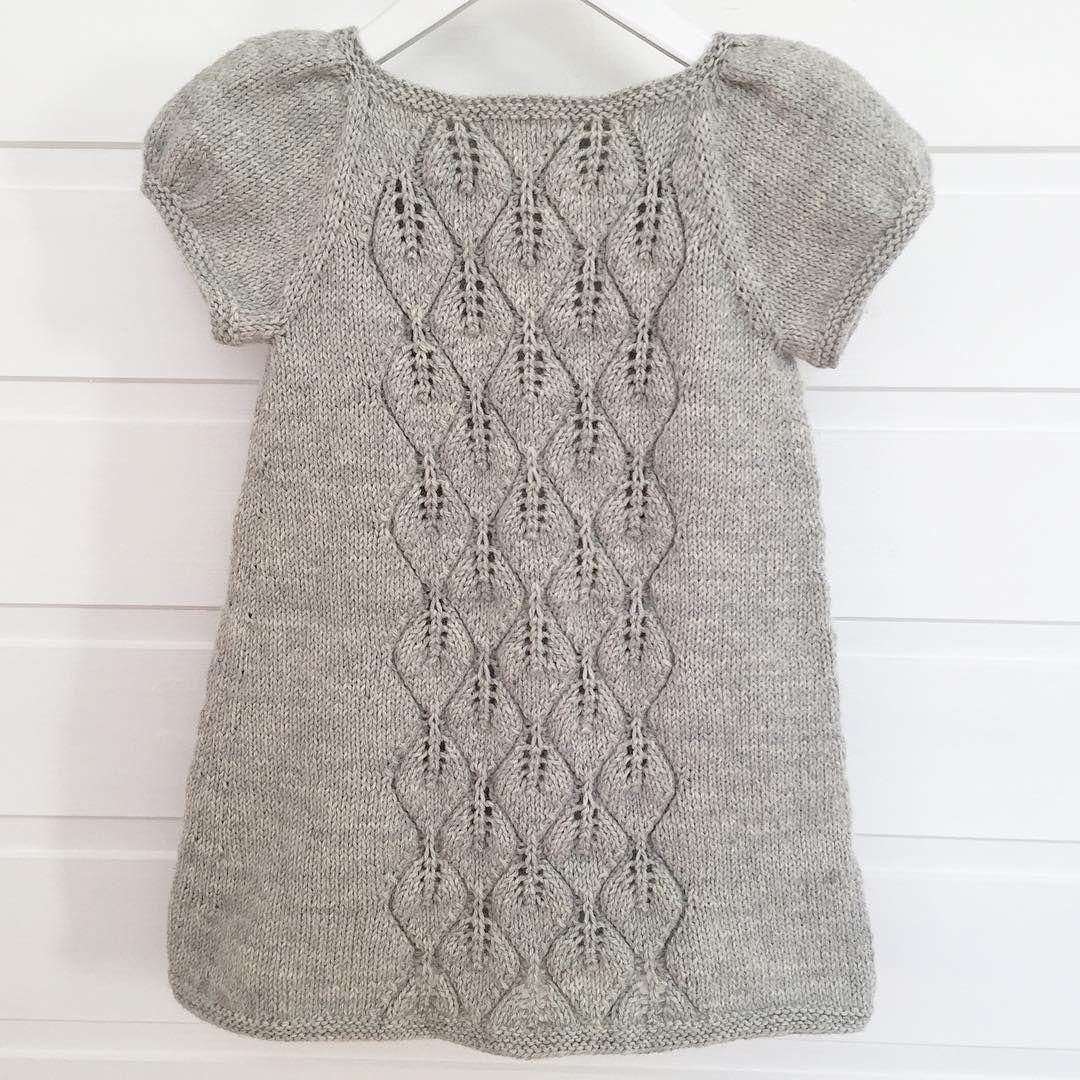 Yey! #Løvfalltopp endte opp som #Løvfallkjole, kun ved å øke litt nedover langs sidene.  Denne skal bli deilig å dra over (hva som helst av) det fargesprakende ullundertøyet i morgen, og i jula! The #fallingleavestop ended up as a dress, only by making some increases down the sides.   Pattern for the top in english and norwegian in my #ravelry shop (link in bio), on @knit_by_you and on @woolspire_no