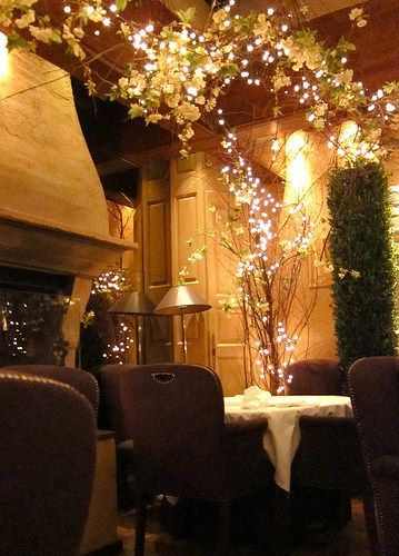 Voted the most romantic restaurant in London, I think this place does live up to that reputation. Hidden off a main street at the corner of the Covent Garden market, from the outside of the restaur…
