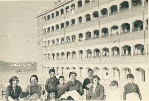 Colonia San Cristóbal (1948-1949), resultado de la colaboración entre el Patronato Municipal de la Vivienda y la Empresa Municipal de Transportes de Madrid ...