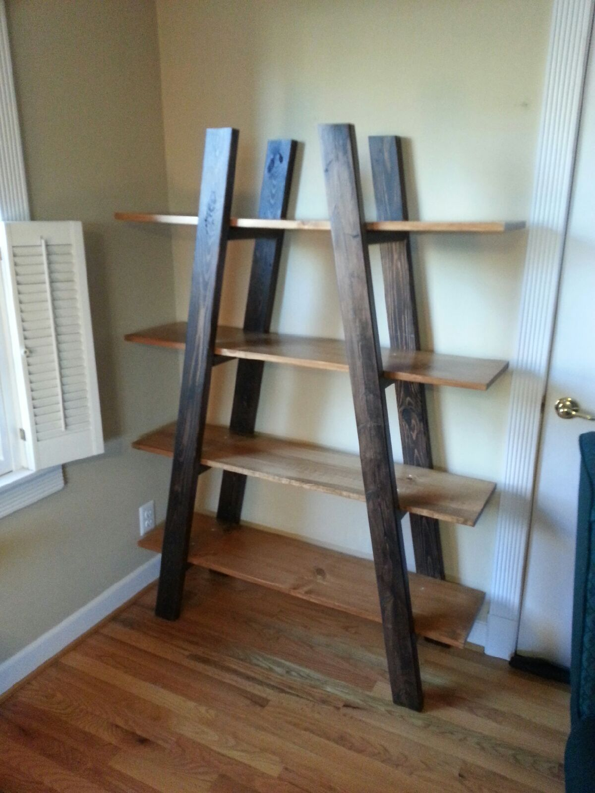 Reading nook truss shelve do it yourself home projects from ana reading nook truss shelve diy projects solutioingenieria Image collections