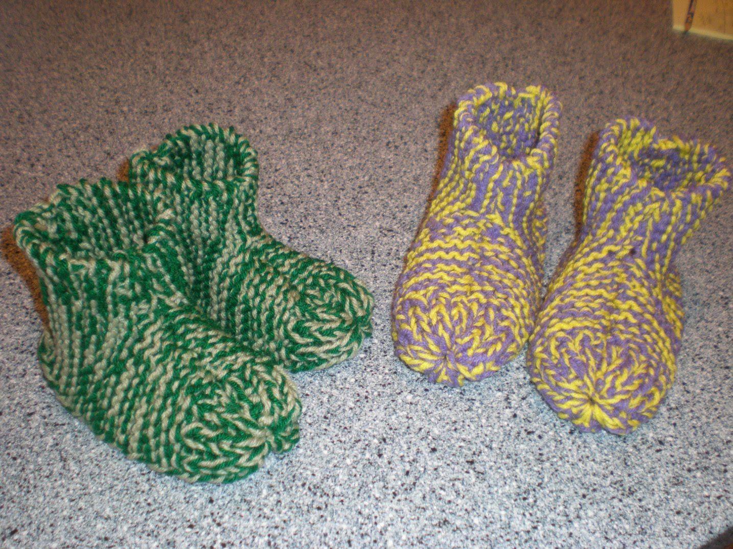 Adirondacks slipper socks knitting pattern red heart knitting adirondacks slipper socks knitting pattern red heart bankloansurffo Image collections