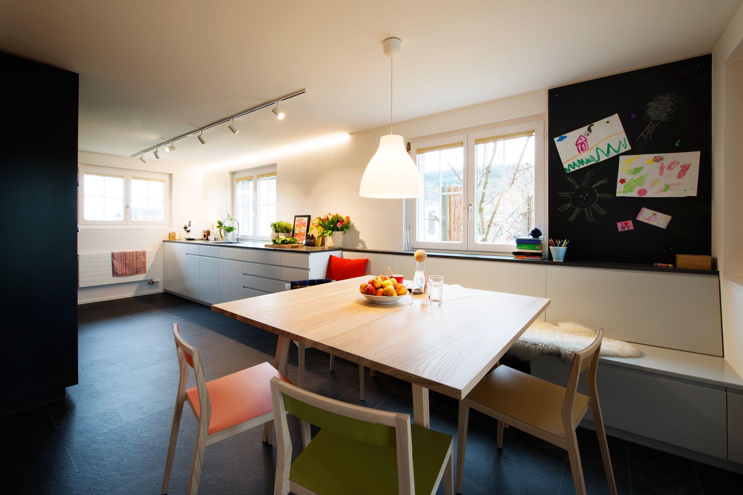 Familienküche Agosti Meier AG, mit Tische aus Esche matt lackiert ...