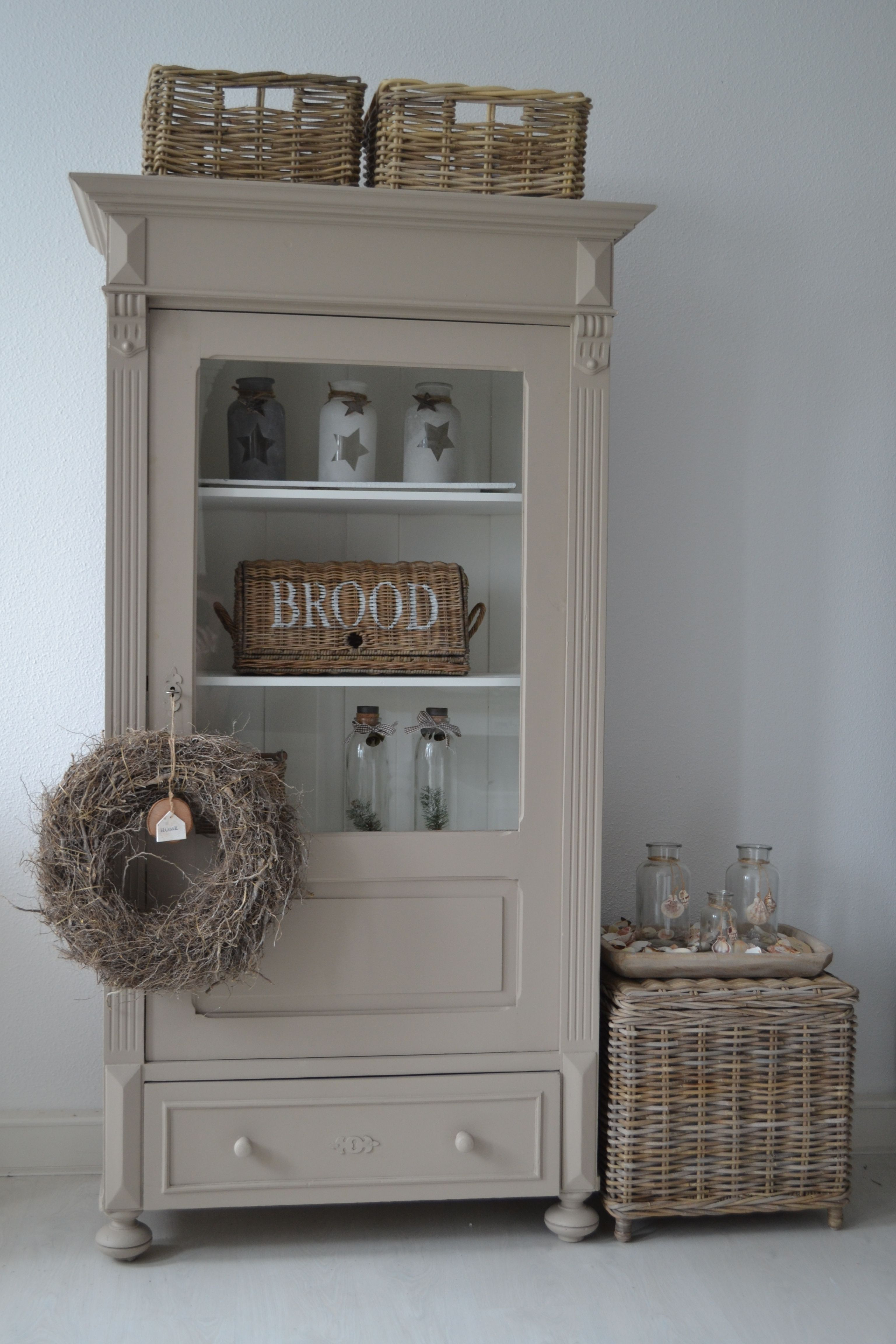 Prachtige brocante servieskast in de kleur taupe landelijke servieskasten pinterest - Kleur grijze taupe ...