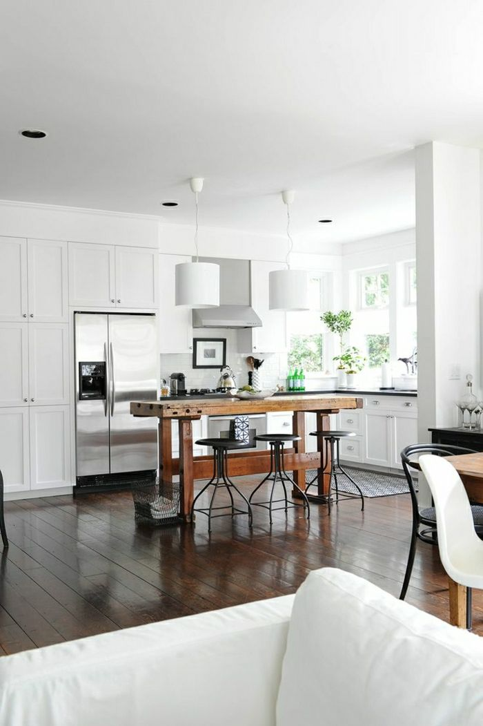 table haute de cuisine avec chaises de bar haute en fer. Black Bedroom Furniture Sets. Home Design Ideas