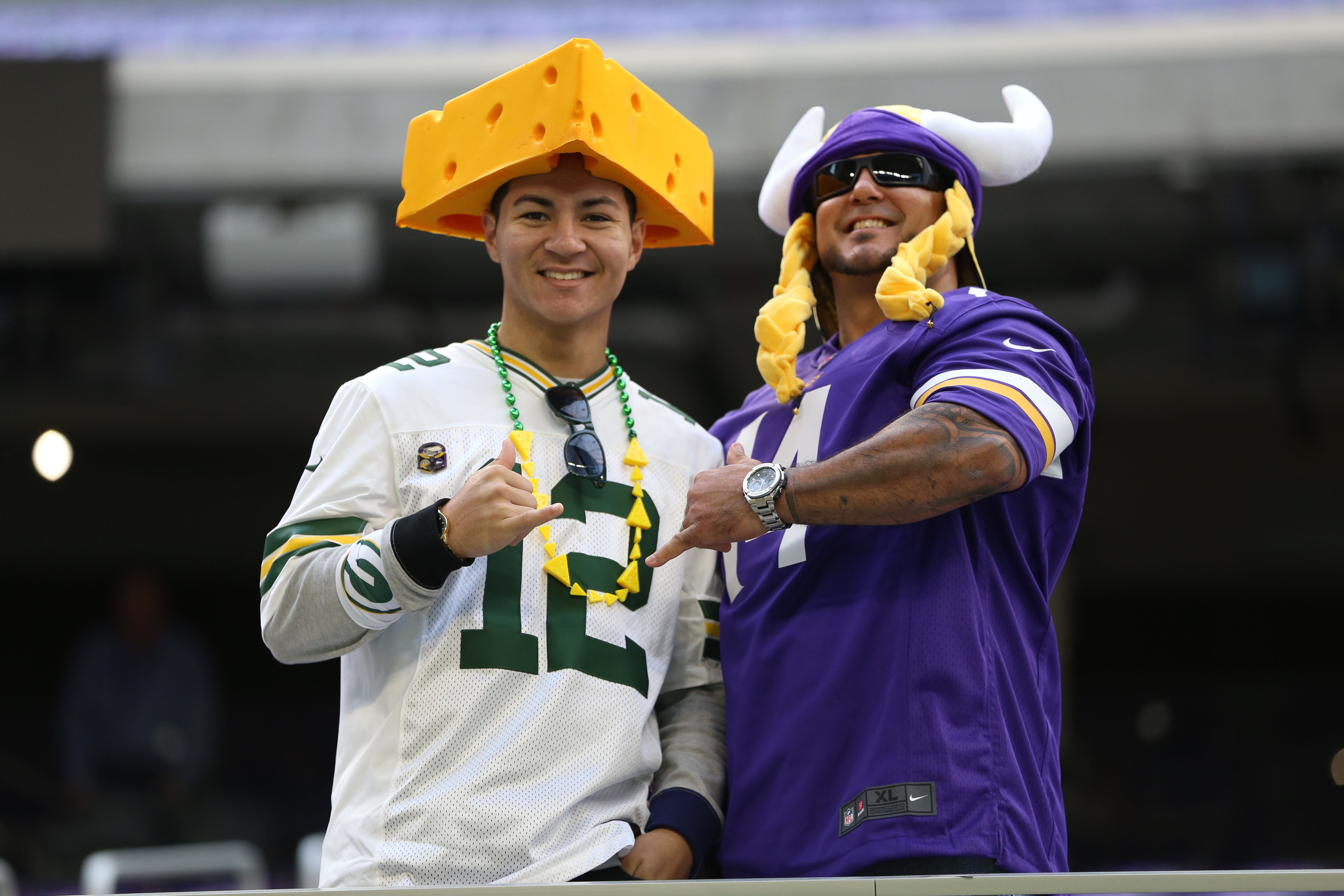The Green Bay Packers And Minnesota Vikings Have A Stories Rivalry But It S The Fans That Make These Matchups So F Minnesota Vikings Vikings Green Bay Packers