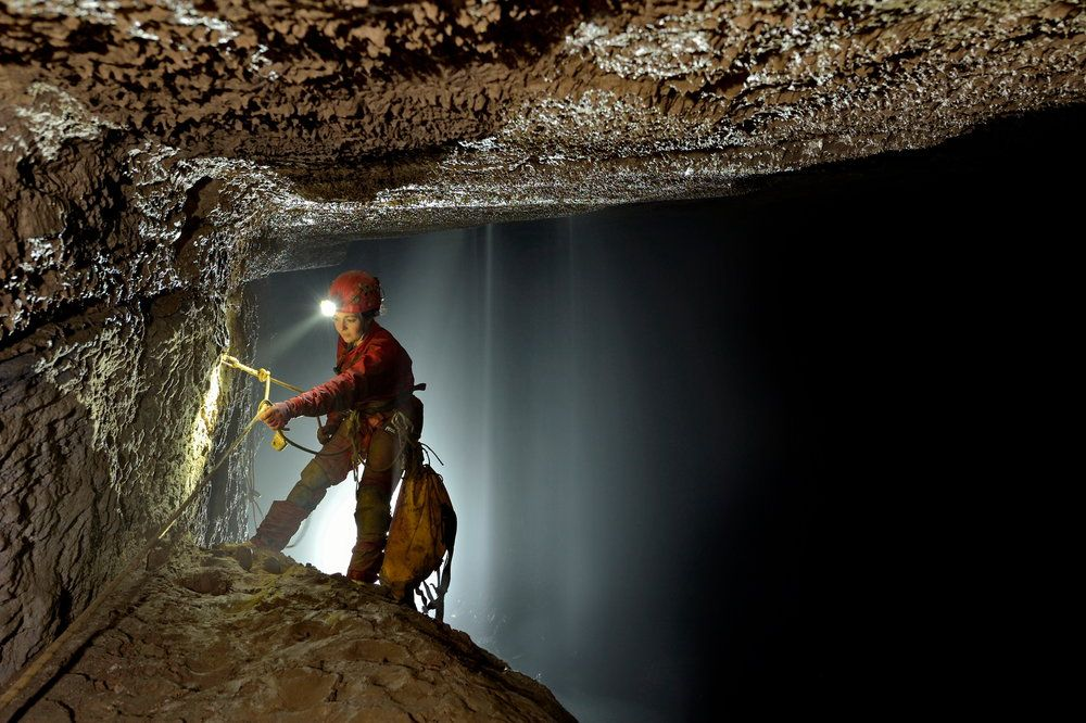Caving Expedition to explore the caves of the Tongzi mastersystem in northern Wulong County, Chongqing Province of China