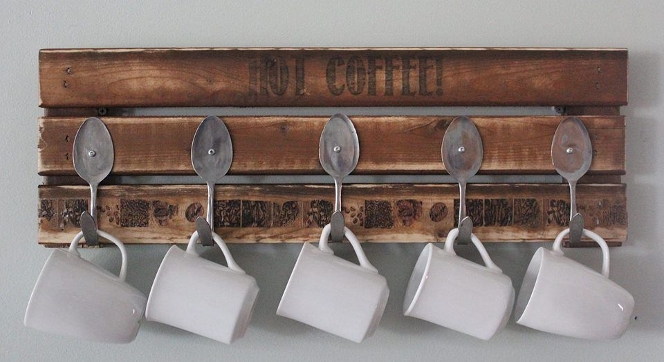 Pallet coffee mug holder pallet furniture pallets and for Mug racks ideas