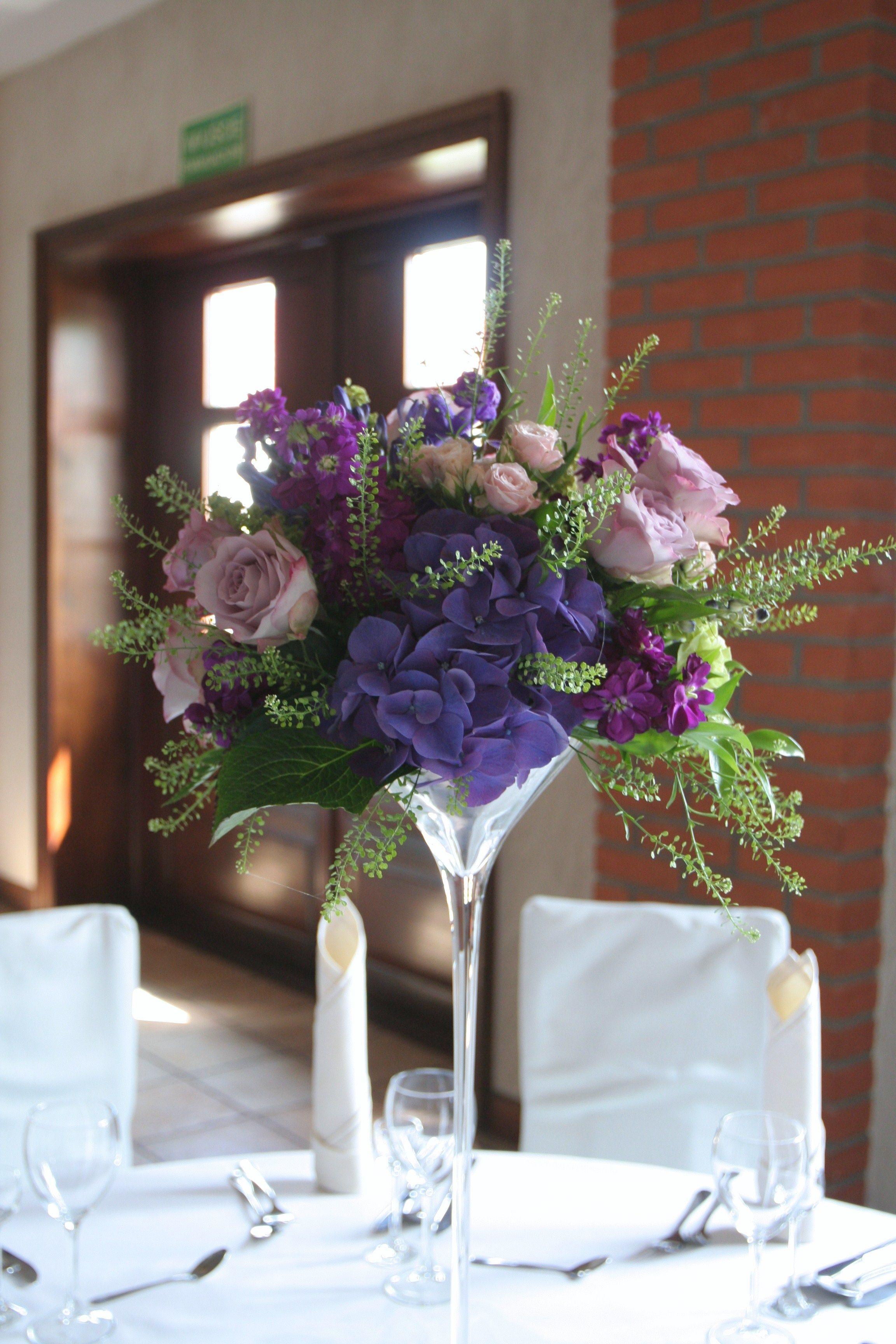 Fiolet Dekoracja Sali Weselnej Dekoracja Stolow Kwiaty Zielen Fiolet Roz Purple Wedding Flowers Wedding Decorations Wedding Flowers