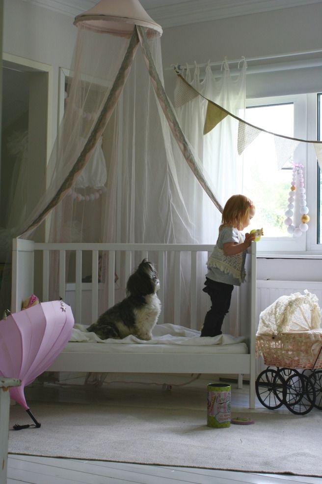 Baby's cute room/ Girl's room/ Little Princess / prinsessakatos sängyn päälle