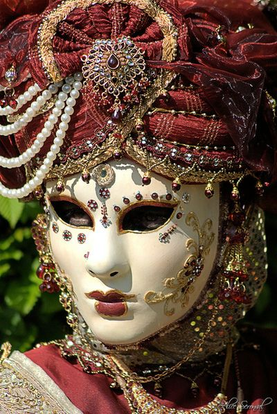 "Venetian Mask....""I am not what I am""?                                                                                                                                                                                 Mais"