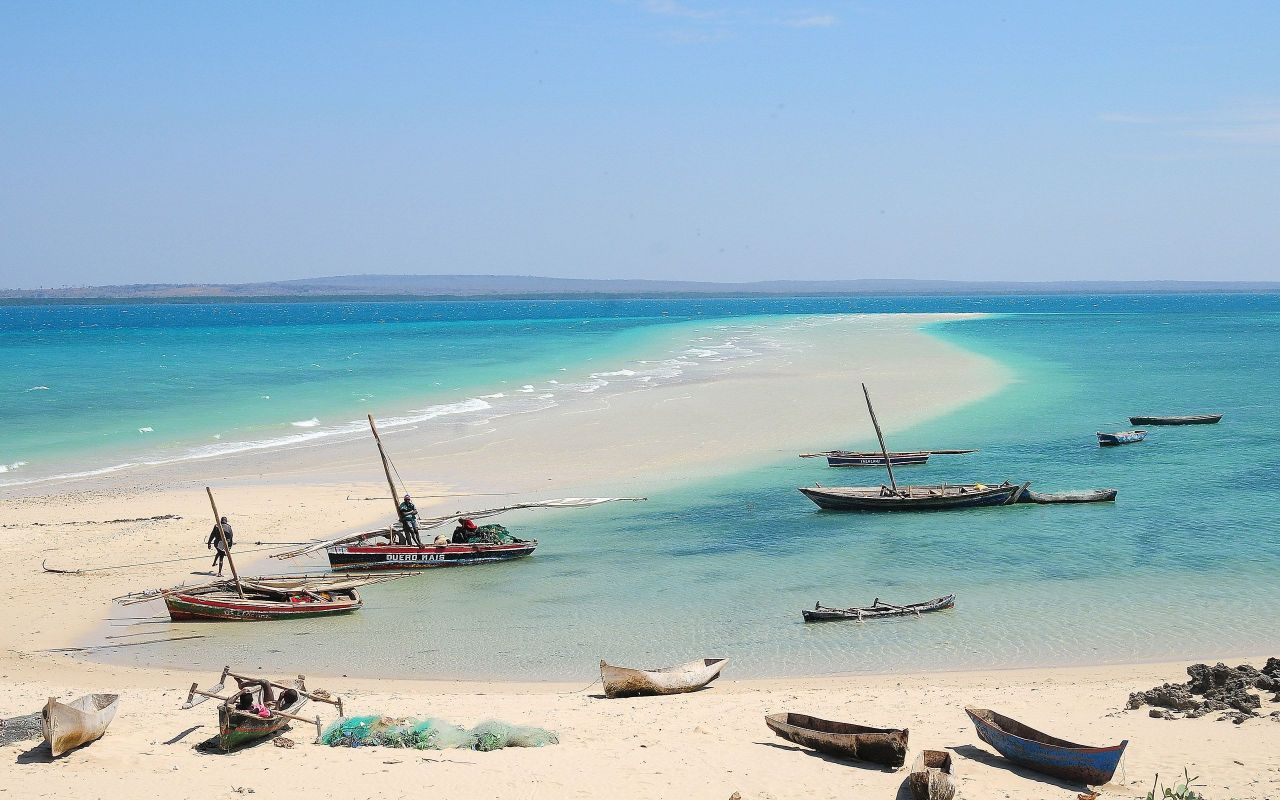 Mozambique A Dhow For Each Day Of Your Week Long Break Http Holidays Gotravel24 Com Ku Holida Cheap Places To Travel Mozambique Beaches Places To Travel