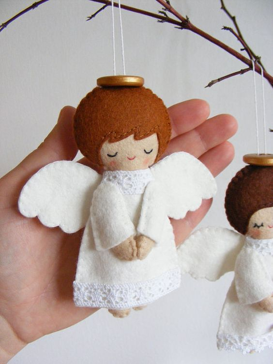 Enfeite de feltro em forma de anjinho para a árvore de natal! Fofo demais!: