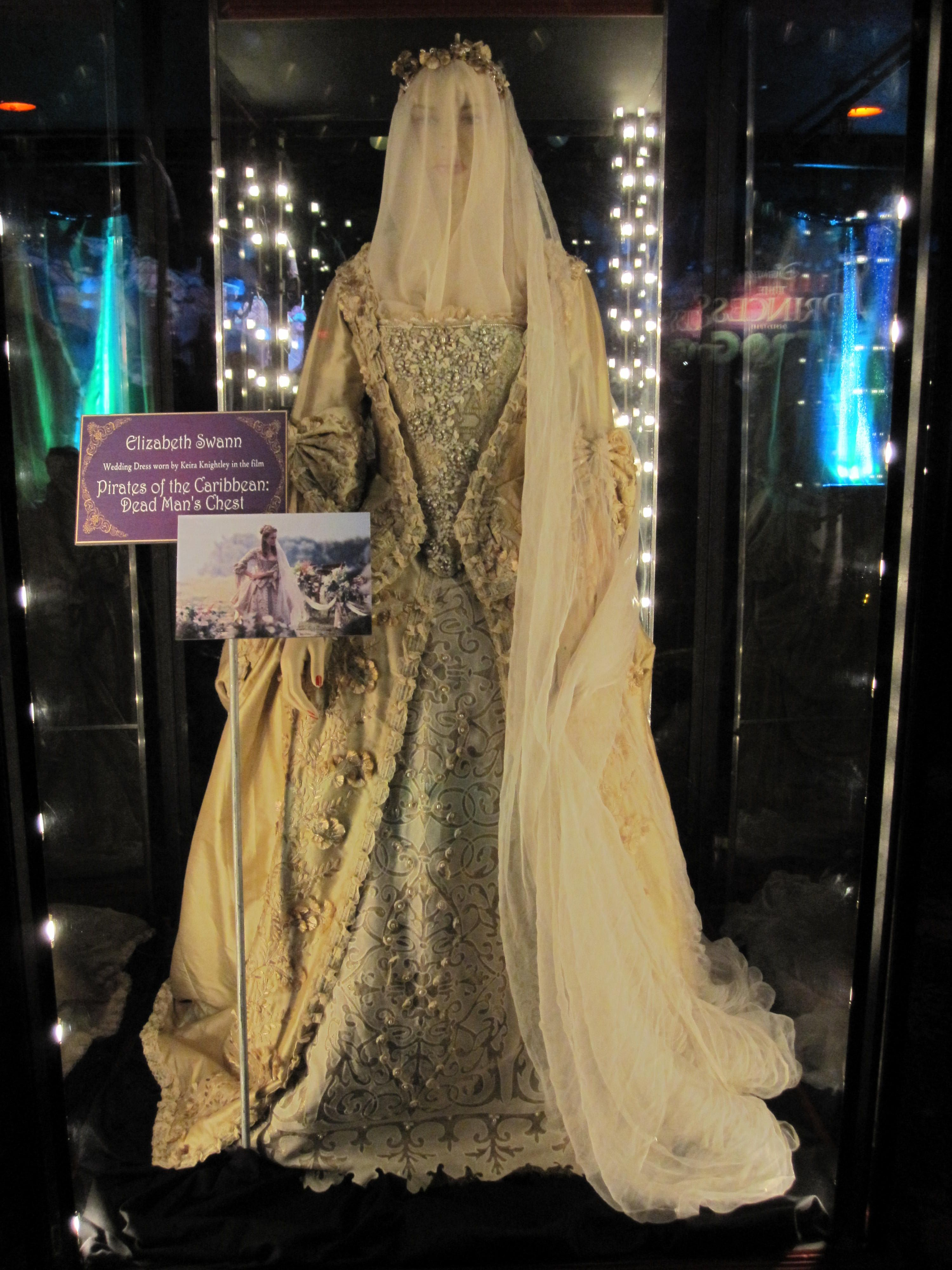 Elizabeth swann 39 s wedding dress from dead man 39 s chest for Caribbean wedding dresses for guests