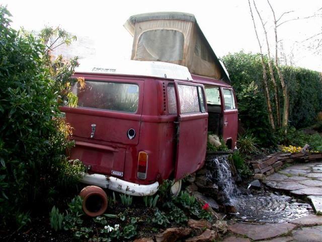 vw bus t2 mit waserlauf, wasserfall als gartendekoration ... - Gartendekoration