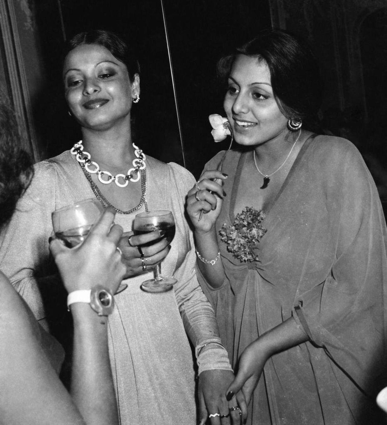 Neetu-Kapoor-Gifs  Neetu And Rekha Credits To Twitter -9166