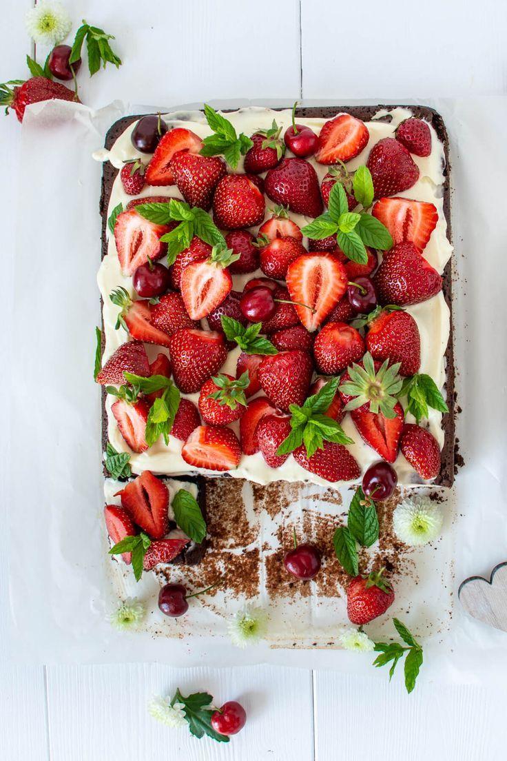 Bester Erdbeerkuchen  Saftiger Schokoladenkuchen mit Hüttenkäsecreme und Erdbeeren   Rezepte #schokokuchen