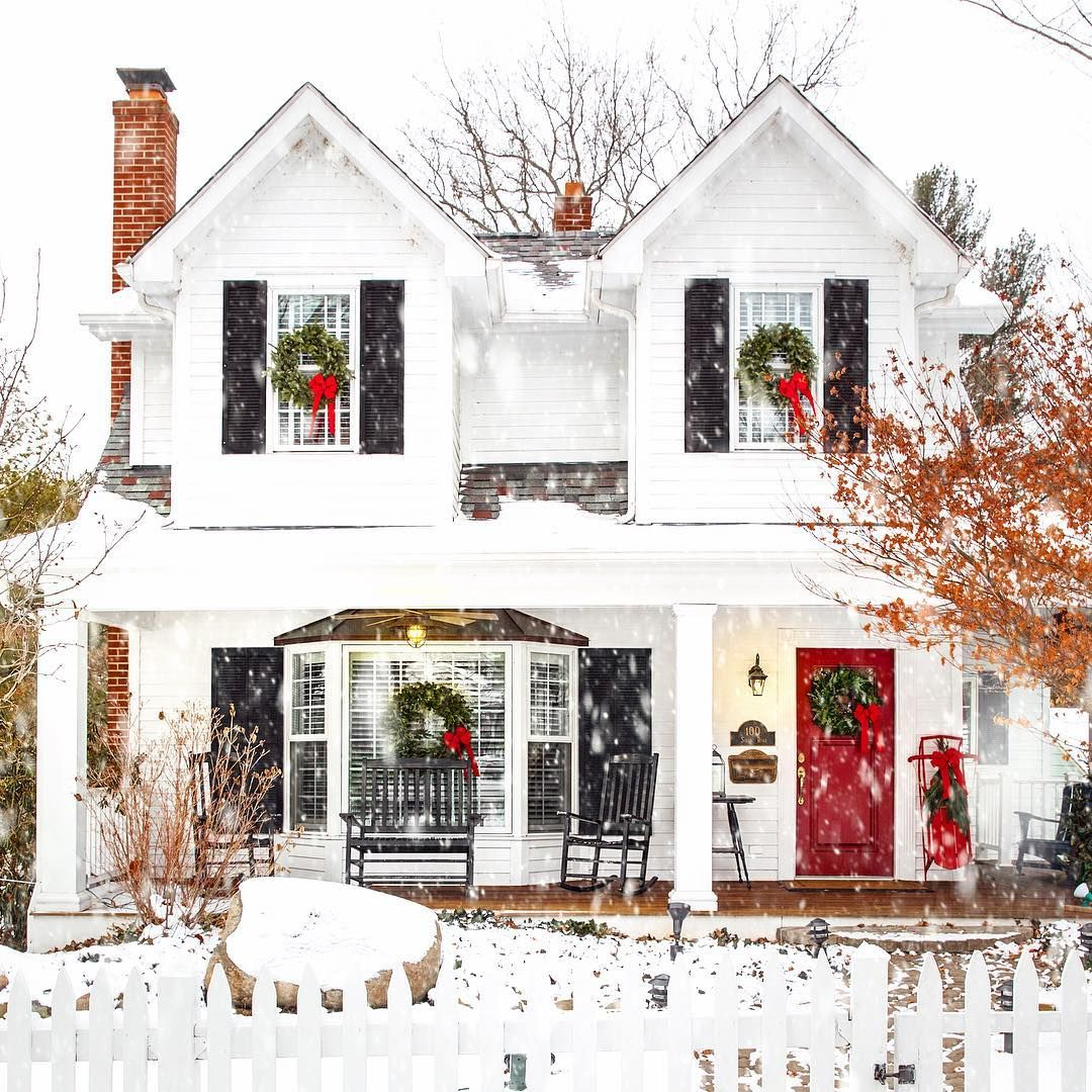 Jackie New England On Instagram All Is White All Is Bright Newengland Facade Christma Farmhouse Christmas Christmas In England Christmas Wonderland