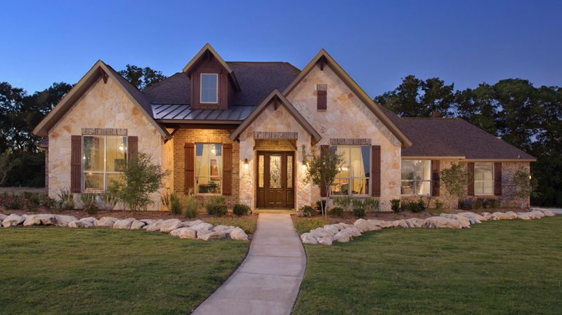 With 2 616 Sq Ft Of Living Space The Hillsboro Country Home