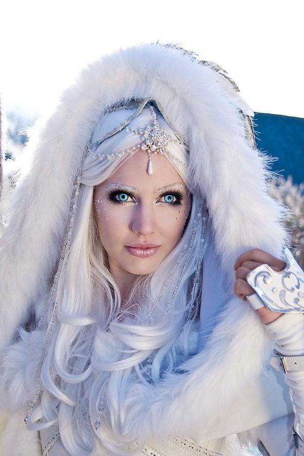 winter queen costume by designer jolien rosanne http. Black Bedroom Furniture Sets. Home Design Ideas