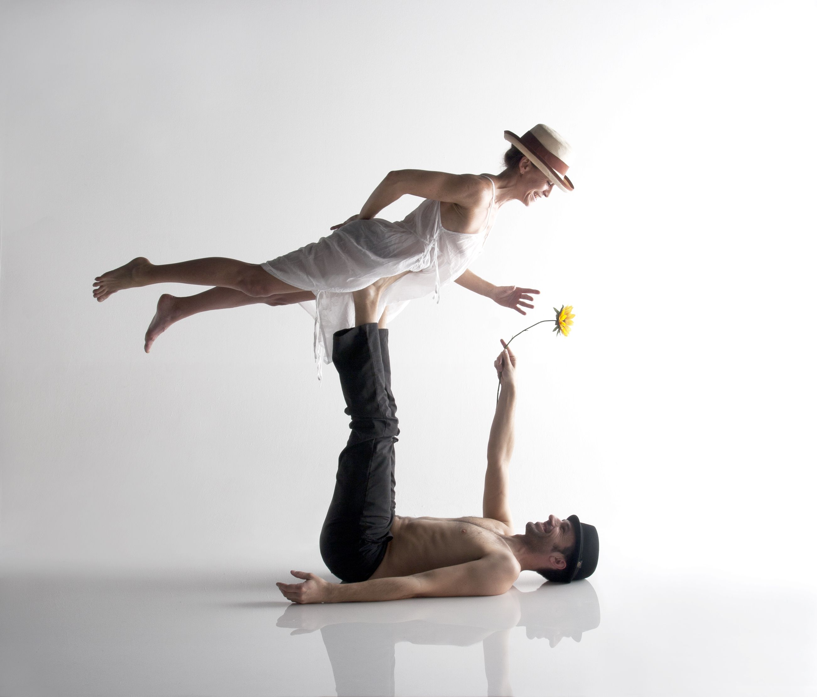 Couples yoga, but cute couples photo too #acroyoga