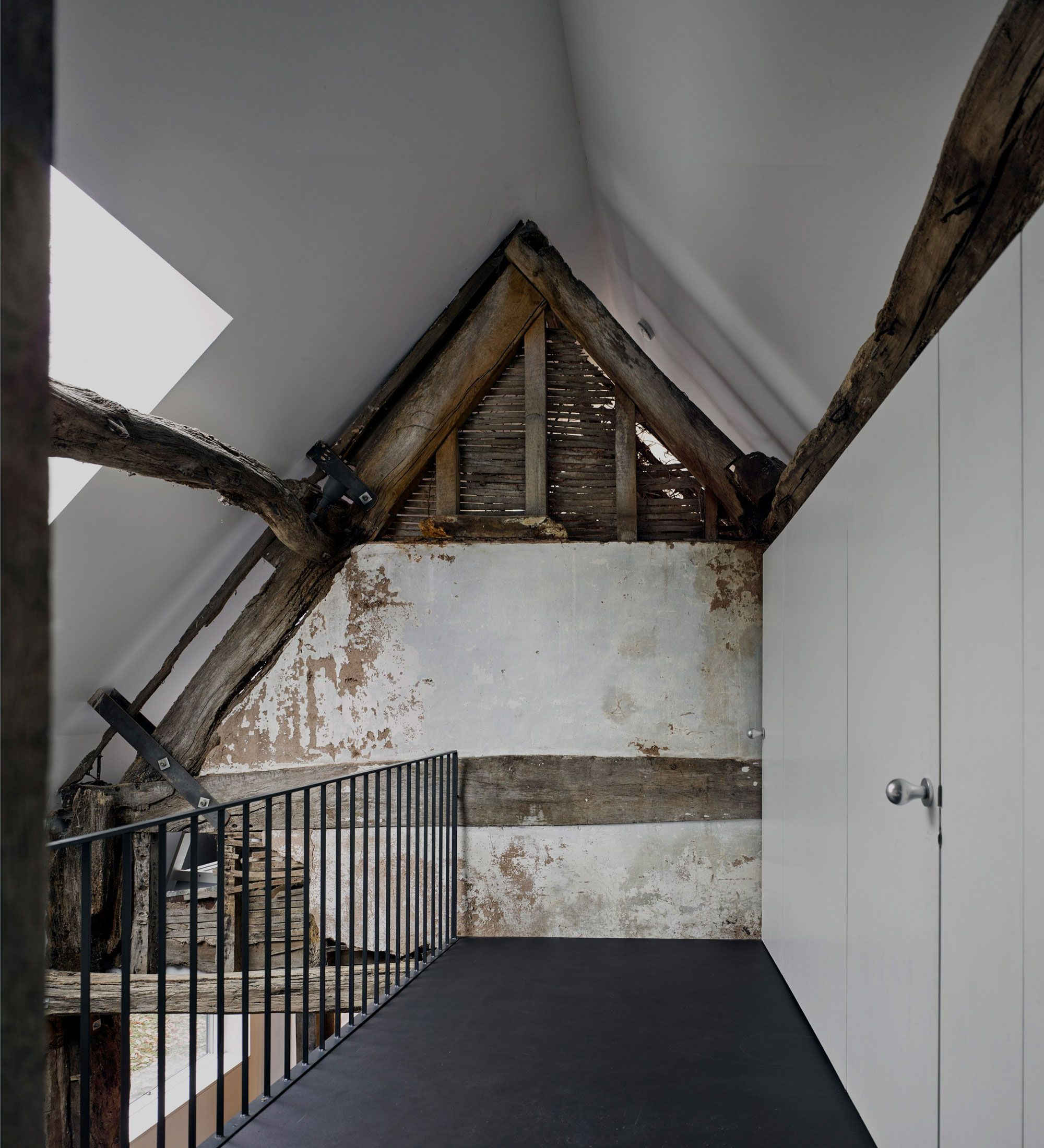 A 300 Year Old Small Cottage House In A Modern Envelope In