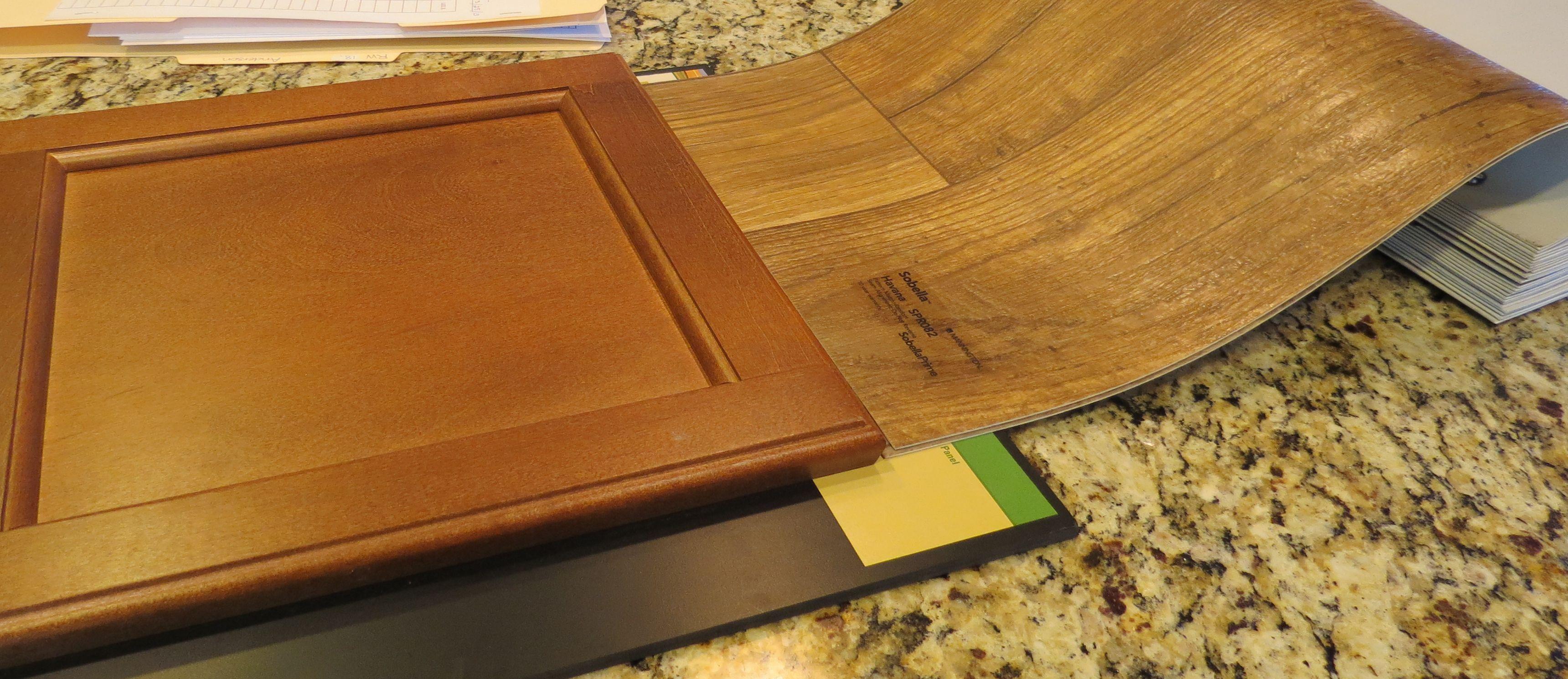 Attirant Fairfield Maple Cabinets In Nutmeg + Mannington Sobella Havana Vinyl (faux  Hardwood)