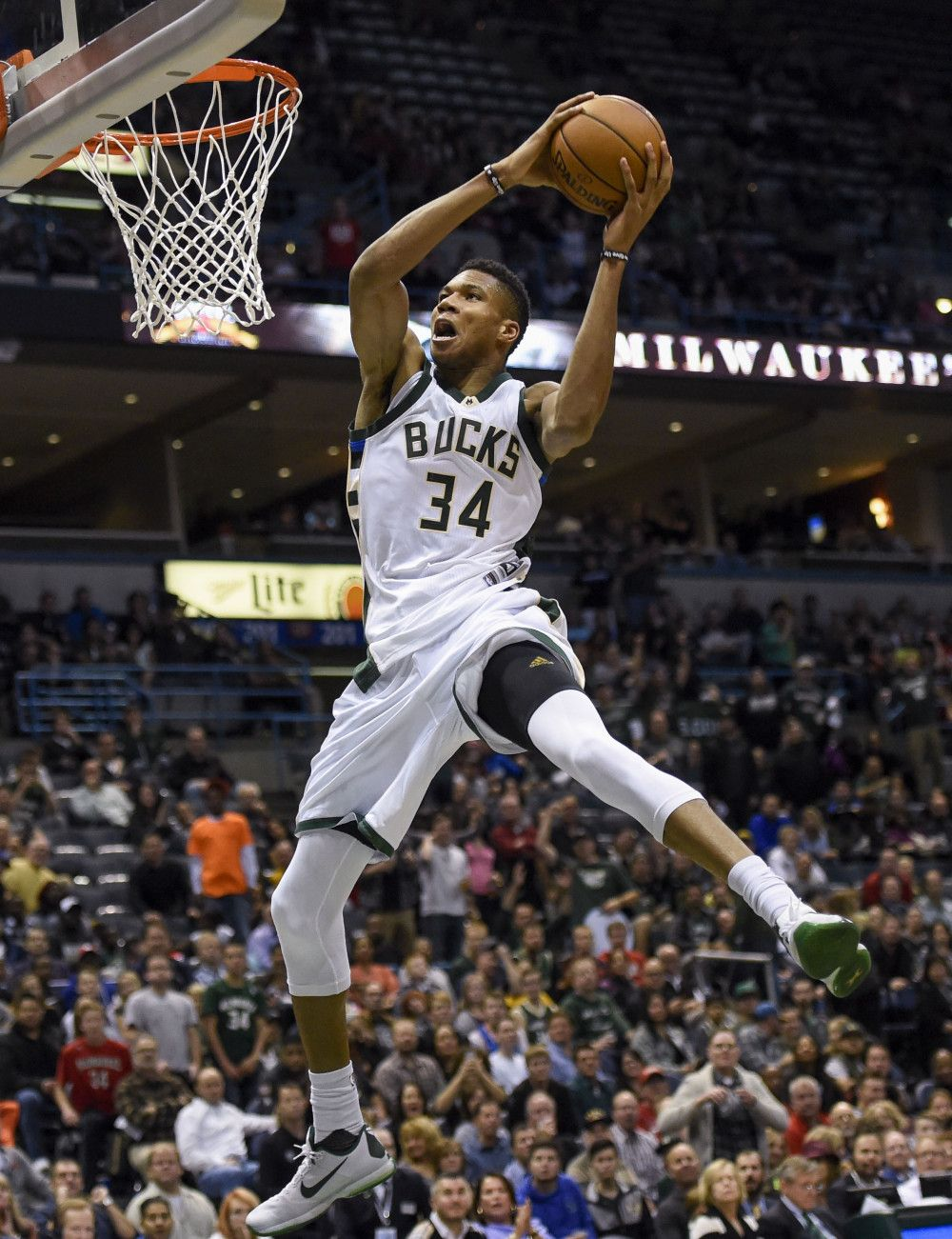 Giannis Antetokounmpo S Stats Though 13 Games Are