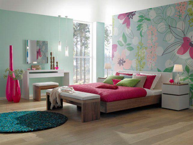 Chambre ado fille avec tapisserie motif bois et beaucoup de couleur