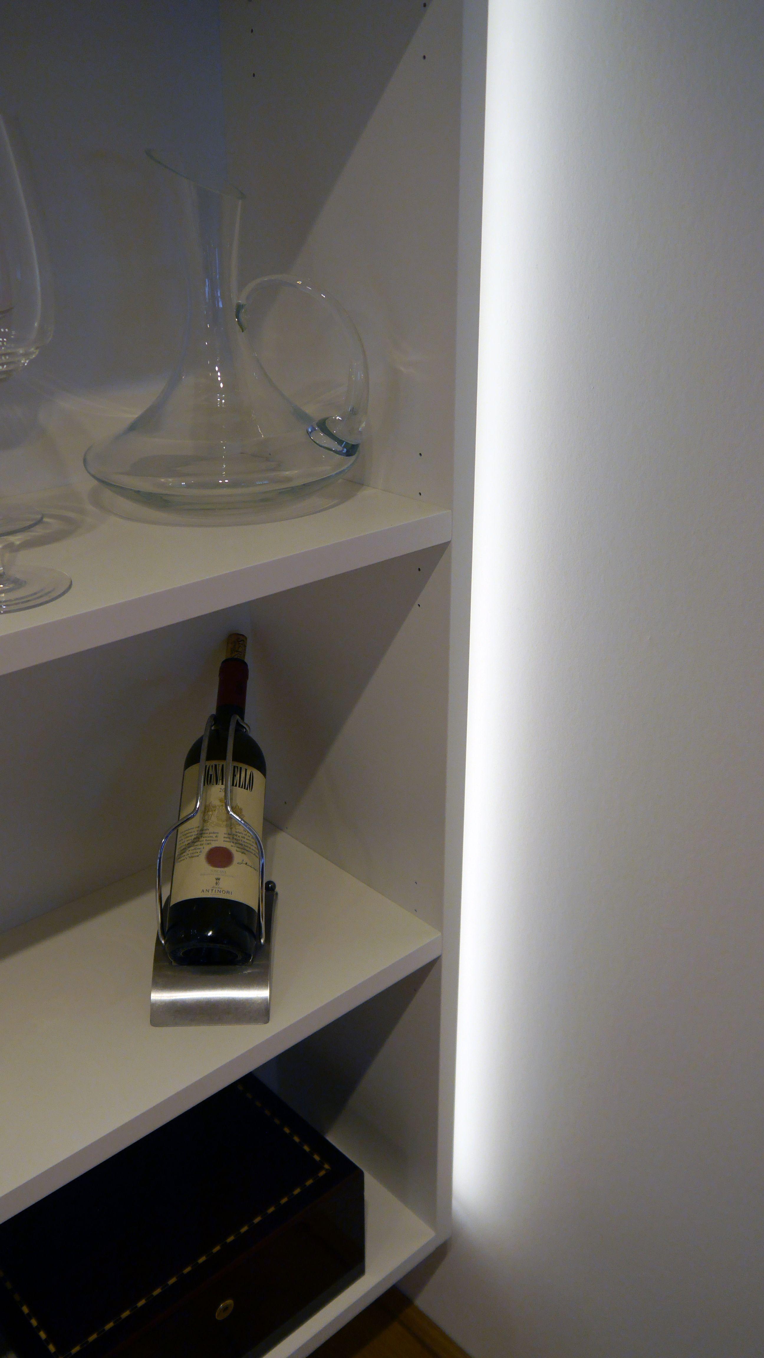 beleuchtete schattenfuge dimmbar beleuchtung von m beln. Black Bedroom Furniture Sets. Home Design Ideas