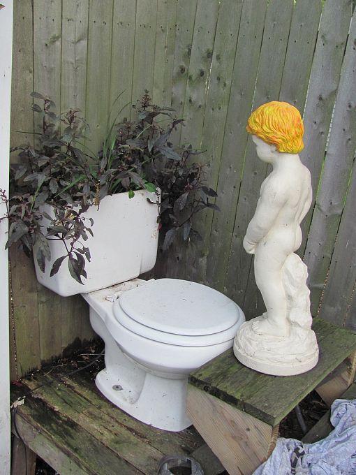 A Fountain Recycled Garden Art Diy Garden Decor Diy Garden