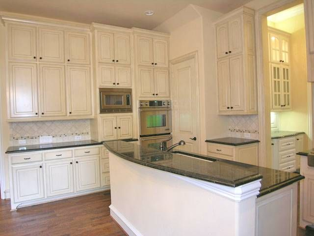 double stacked kitchen cabinets for high ceilinged kitchen. beautiful ideas. Home Design Ideas