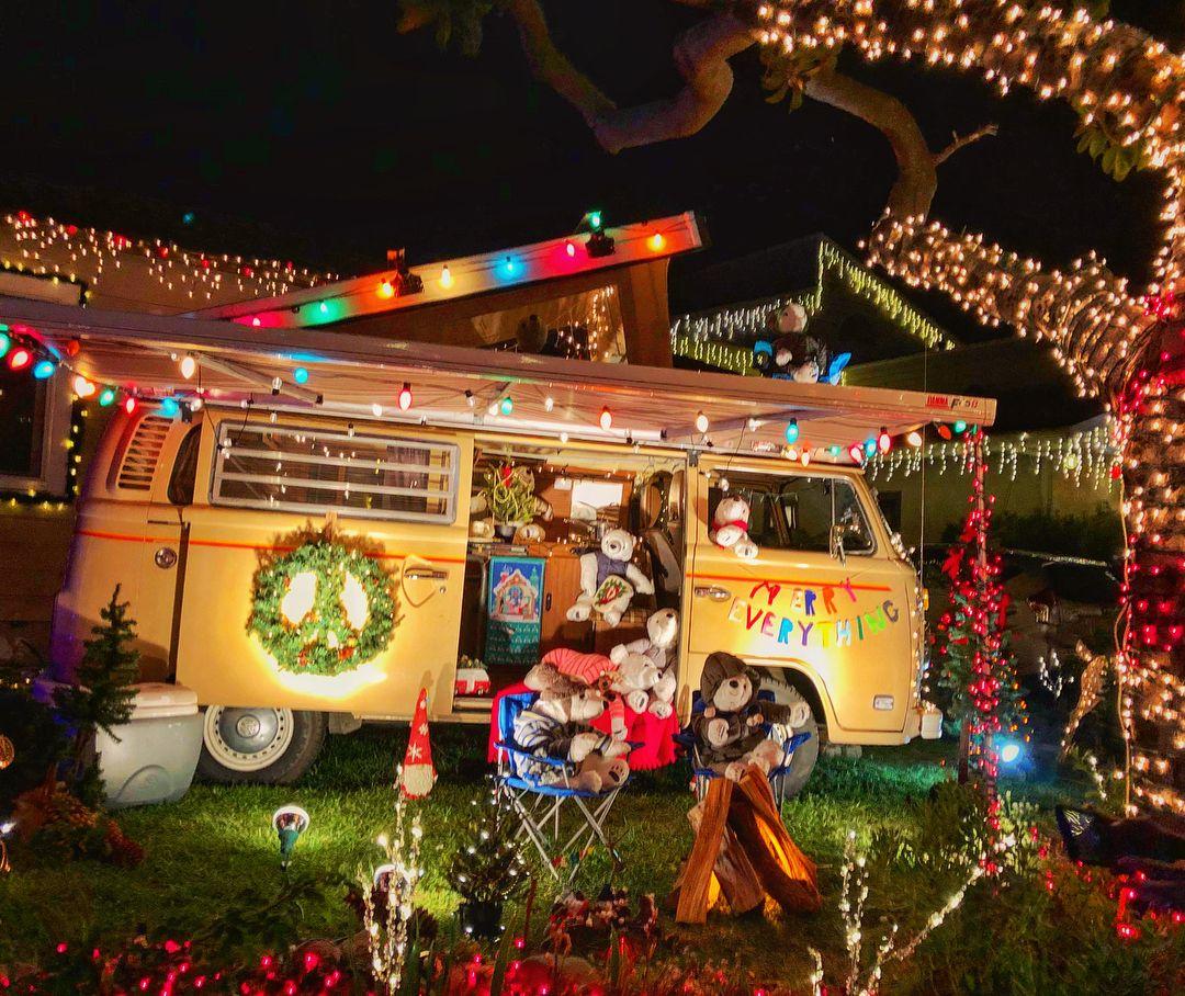 The 10 Best Christmas Light Displays In La Best Christmas Lights Fun Christmas Decorations Best Christmas Light Displays