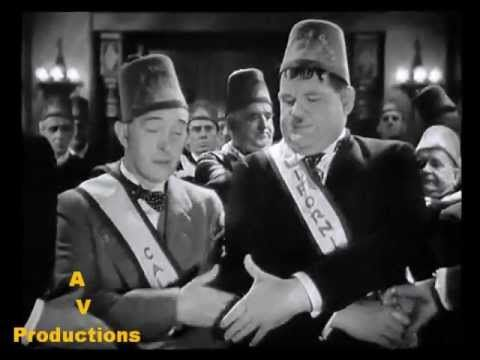 Oliver Hardy and Stan Laurel with the Sons of the Desert !