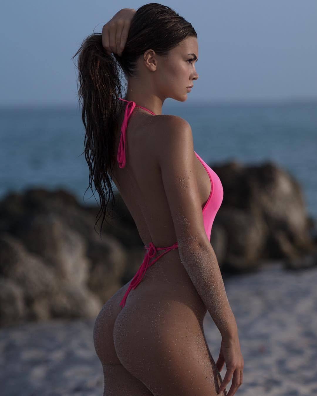 Jessica Naz  0c2da00a61