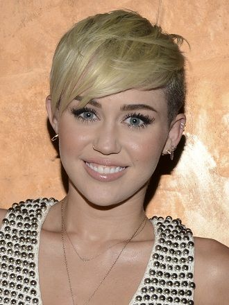 Les cheveux courts sur le côté de Miley Cyrus Plus Hair