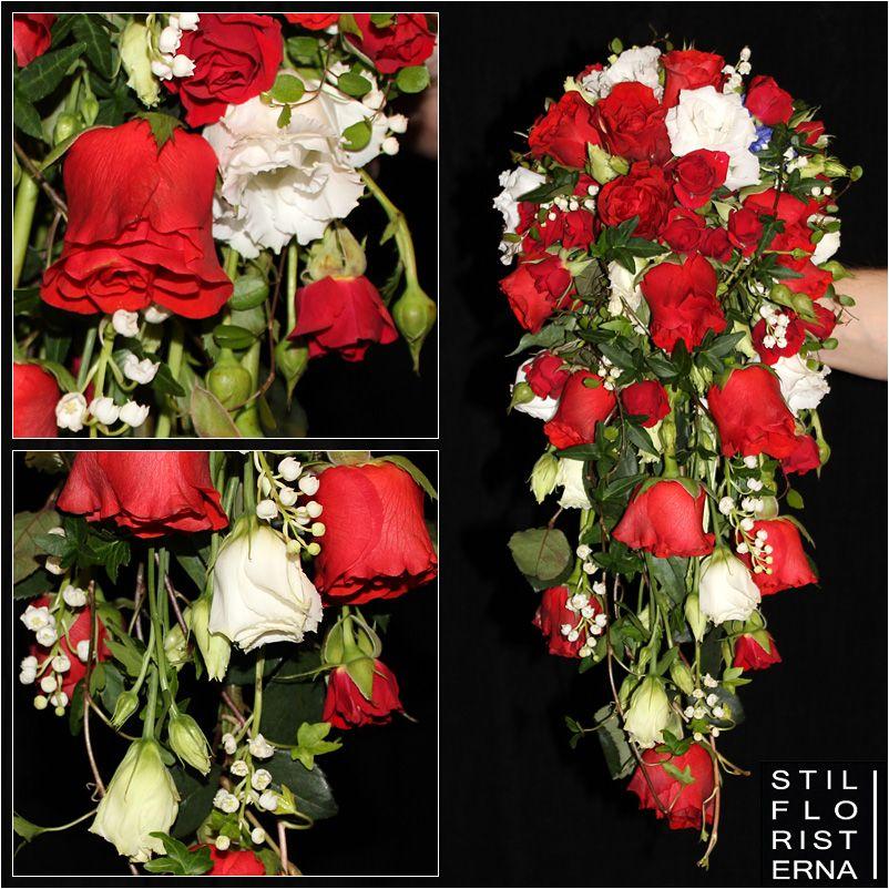 86d73481ad3c Droppformad brudbukett i hållare, med röda rosor och vita prärieklockor  samt liljekonvaljer.